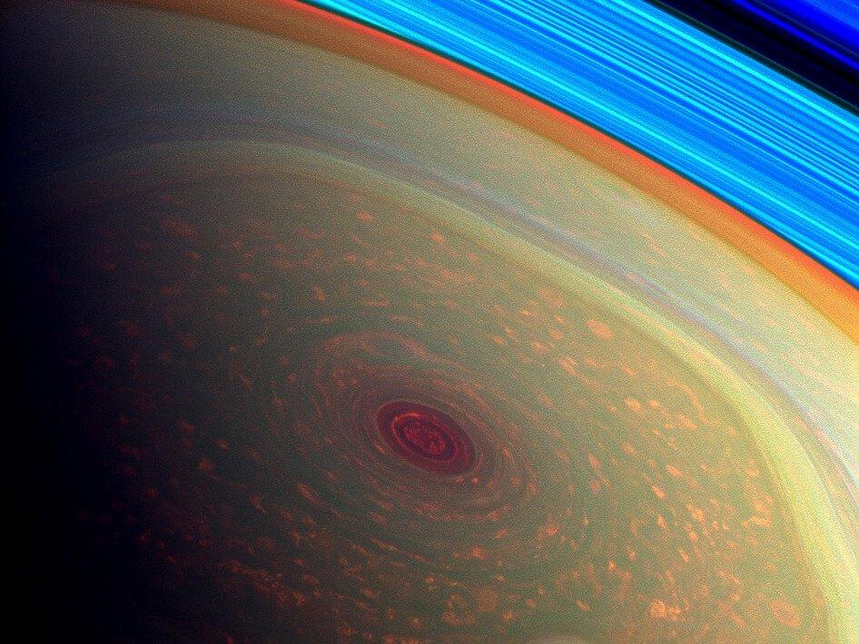 Загадочный шестиугольник на северном полюсе планеты Сатурн